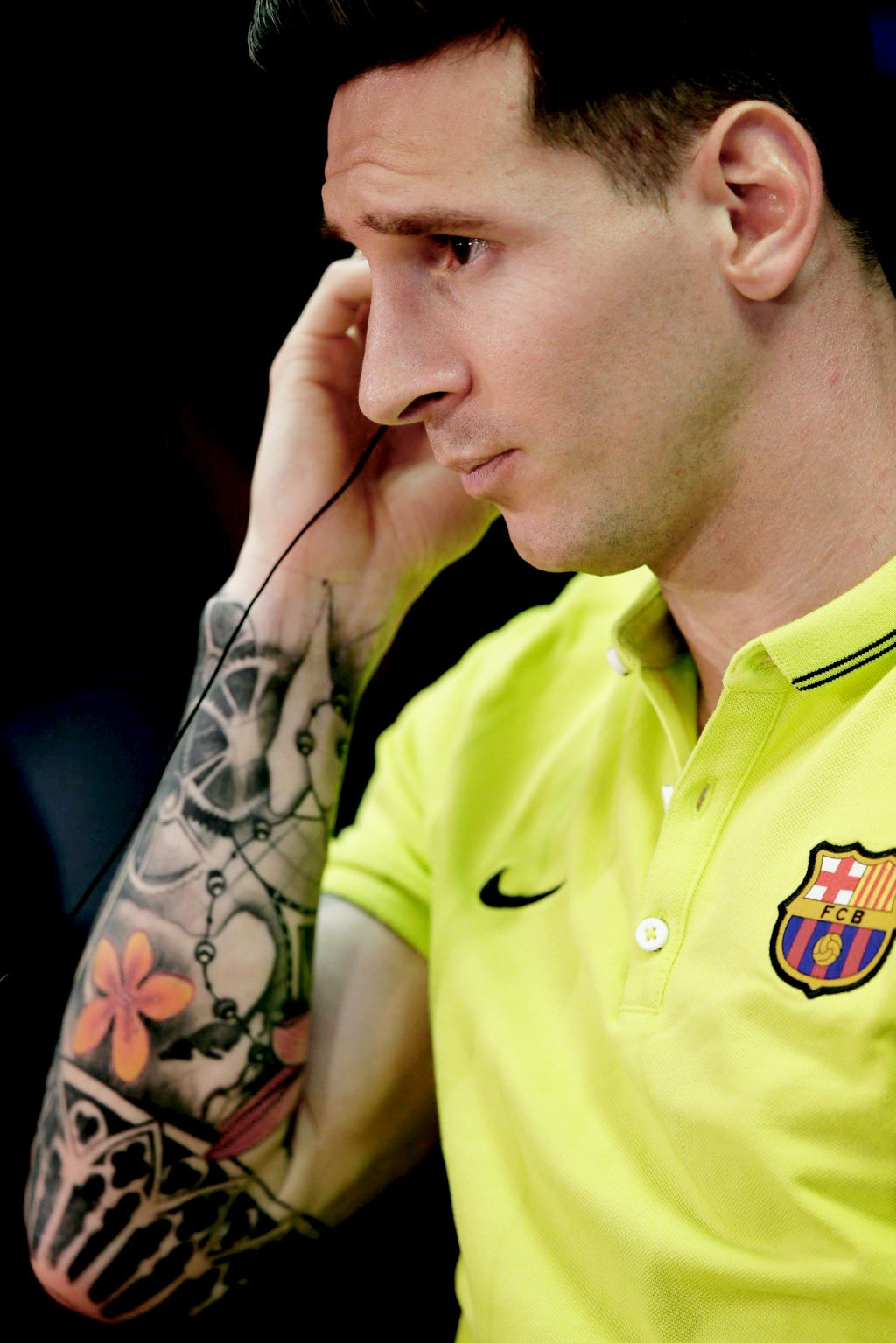 Lionel Messi Wearing A Short Sleeved T Shirt In Fc Barcelona La within size 1024 X 1535